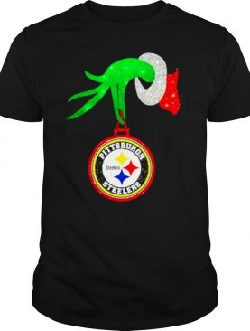 Grinch hand holding Pittsburgh Steelers Merry Christmas shirt